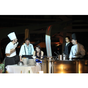 cooking. Hotel Vega din Mamaia lanseaza un spectacol unic pe litoral: Live Cooking Show