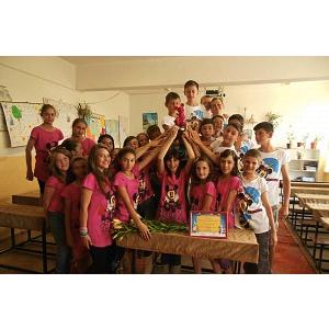 O clasă de elevi din Suceava merge gratis la Disneyland Paris